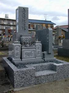 県職員アパート隣り墓地の建立事例 9寸墓石